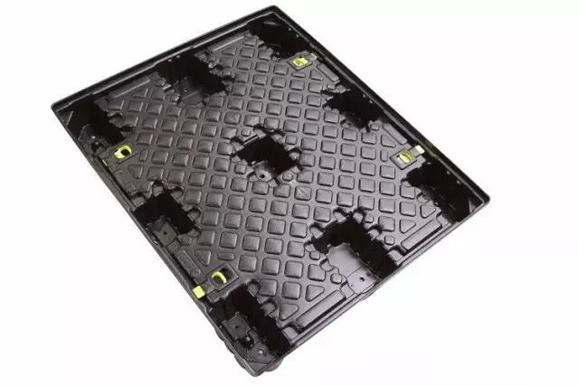 汽车产品吸塑应用:双片材热成型技术,应用于汽车行业的专用托盘